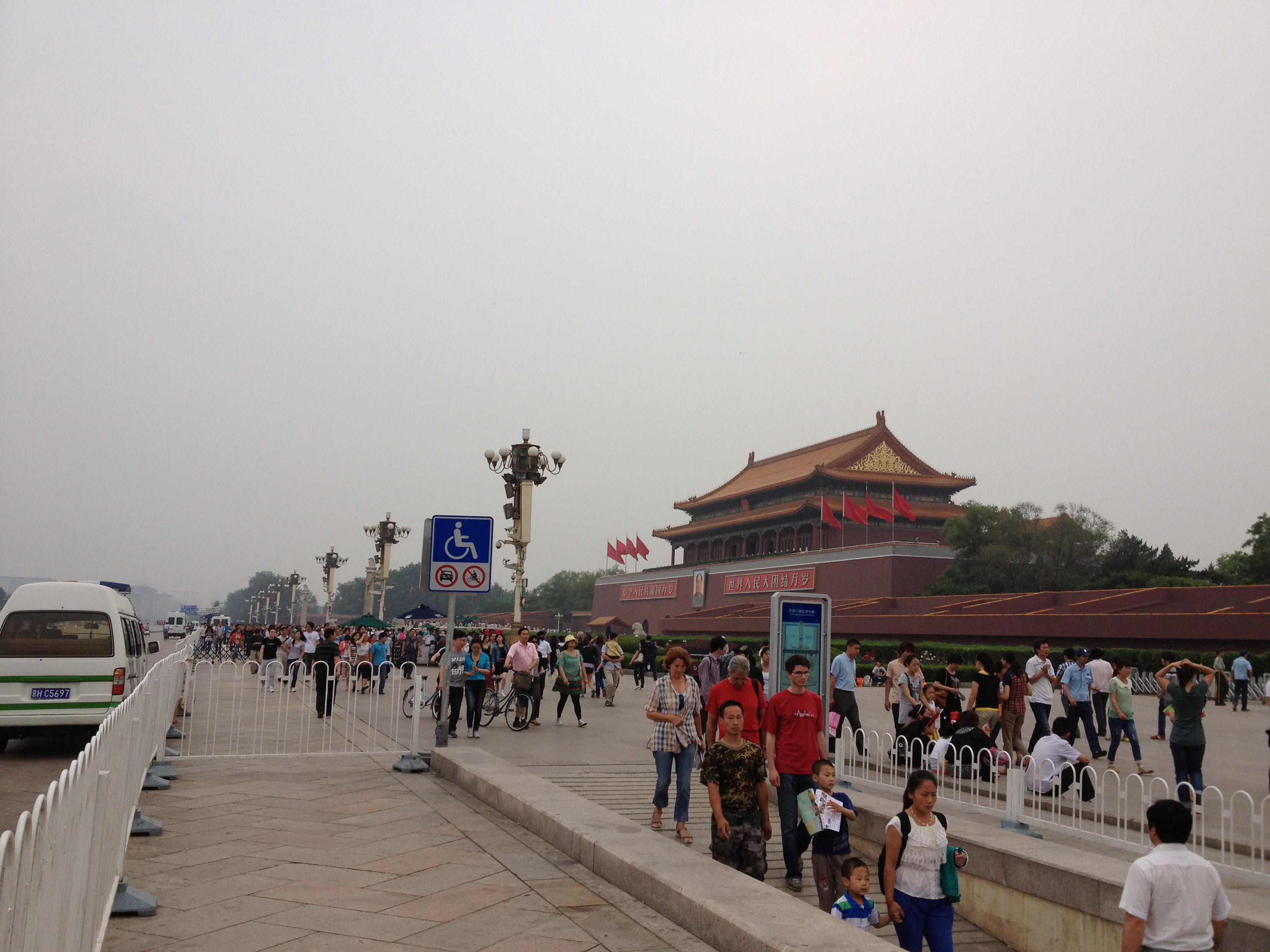 Quảng trường Thiên An Môn lúc nào cũng đông